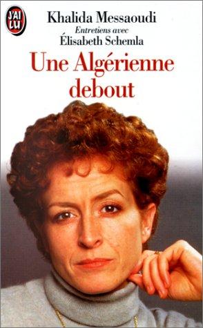 Une Algérienne debout